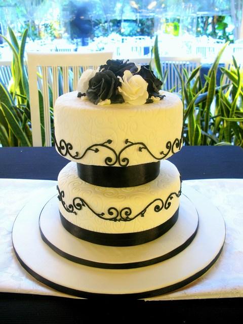 Black & White Wedding Cake | labellz